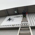 Montage Gebäudebeschriftung Rihag